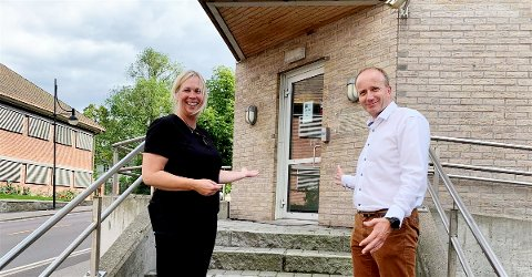 Velkommen: Ordfører Elin Gan Weggesrud og kommunalsjef for helse og velferd, Frode Hestnes, kan snart   ønske velkommen til et senter for koronatesting og vaksinering. Foto: Holmestrand kommune