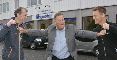 IVRIGE: Jørgen Thorsen (t.v.) fra Tasty og Sindre Solbekk fra Solbekks møbelforretning er hissige med å komme i gang i kampen om Sørvisprisen. Dommer er Sparebanken Sørs Per Tore Jensen.