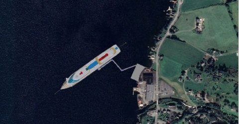 Slik ser forslagsstillar føre seg at ei cruisehamn på Seimsfoss kan ta seg ut frå oven. Landgangen frå skipet og inn til kaien skal kunna faldast saman og leggast inntil kaien når det ikkje er cruiseskip ved hamna.