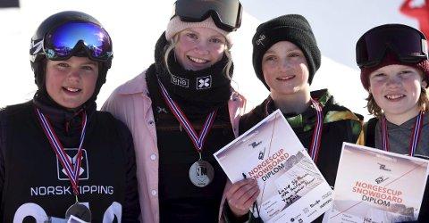 PÅ PALLEN: June Herland (t.v.), Tina Steffensen, Lasse Steffensen og Håvard Hagen sikret seg medaljer i NM i halfpipe i Wyller lørdag.FOTO: OLE JOHN HOSTVEDT