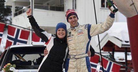 FANTASTISK START: Gøril Undebakke og Anders Kjær fikk en drømmestart i NM i 2019. I Sigdal var de overlegne blant bilene i nasjonalklassen.