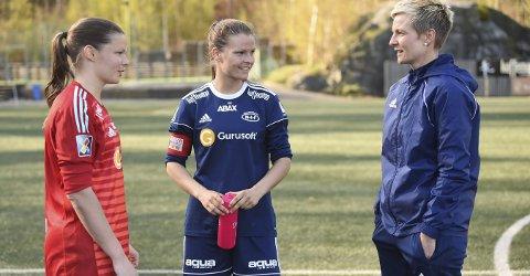 FOTBALLSØSTRE: Caroline (t.v.), Trine og Camilla Akerholt Eid er nå samlet i Nanset igjen. Her etter 1–1 oppgjøret mot Fløya.FOTO: OLE JOHN HOSTVEDT