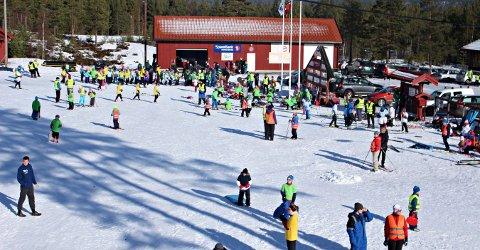 NYE REGLER: Det ligger an til en liten endring i SFO-vedtektene. Bildet er fra en felles skidag på Heistadmoen for SFO-barn i Kongsberg.
