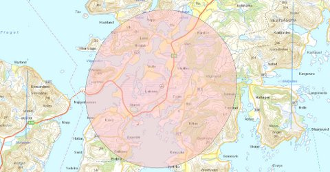 Leknes: Hauklandstranda blir ikke berørt av droneforbudet rundt Leknes lufthavn, men alt innenfor denne avmerkede sonen er forbudt område for all dronebruk.