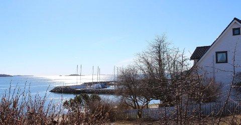 Flott: Tomta på Vårlistranda 5 ligger flott til med utsikt mot Søly.