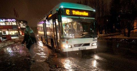 Rute 42 er blant de bussene som får endrede ruterfra mandag. Foto: Jørn Normann Pedersen
