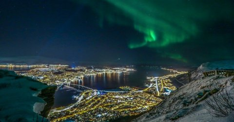 PENGEMASKIN: Nordlyset har blitt en pengemaskin, og turismen har eksplodert de siste årene. Det har fått Arbeidstilsynet, politiet, Skatteetaten, Kemneren i Tromsø og NAV til å se aktørene nærmere i kortene.