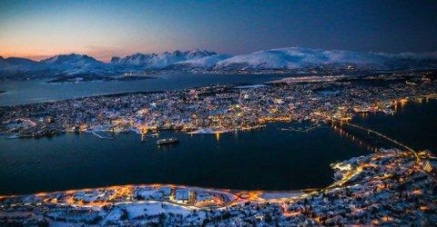 MØRKERE I BOLIGMARKEDET: Tromsø i den fargerike mørketida.