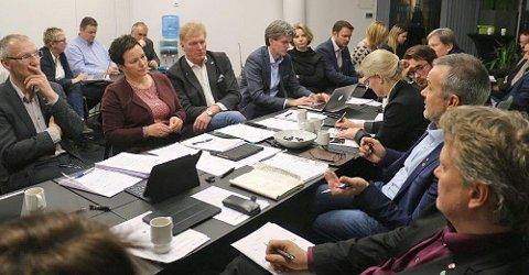 KAN RYKE: – For Venstre vil det være uaktuelt å stanse en oppgaveoverføring til fylker som Trøndelag, Viken og Vestland, bare fordi Finnmark får fortsette som eget fylke, sier Venstres kommunalpolitiske talsperson André N. Skjelstad. Bildet ble tatt under forhandlingene mellom Finnmark og Troms i fjor høst.