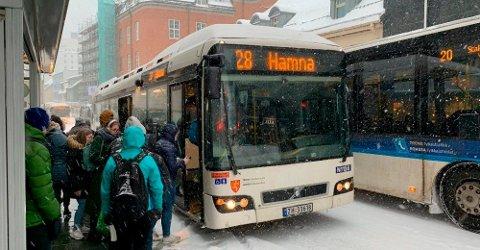 BETALER TILBAKE: Busspassasjerer med penger tilgode får nå tilbakebetalt fra Troms fylkestrafikk etter bytte av billett-app i fjor.