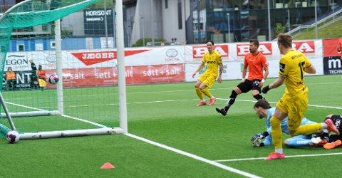MÅL TIL INGEN NYTTE: Markus Aanesland scoret et flott mål og ga Raufoss ledelsen, men to dødballmål i mot etter pause ødela poengmulighetene i Bergen.