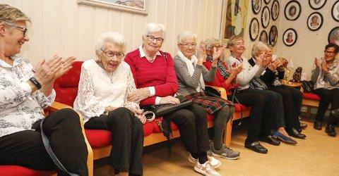 HEDERSGJEST: Solveig Hansen (94) var med på å starte besøkstjenesten i Ski Røde Kors for 50 år siden. Hun var med på jubileumsfesten på Mork tirsdag kveld.