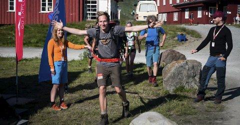 SLUTT: Andreas Orset kan jublende gå i mål på Eidsbugarden i Jotunheimen.