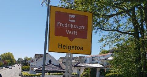 FORVIRRENDE: På vei inn til Stavern dukker dette skiltet opp. Fredriksvern Verft, i Helgeroa?