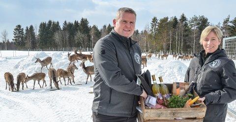 KORTREIST KJØTT: Bjørn Åge Gundersen og Rita Helen Rønning eier og driver Sveahjort i Løten.
