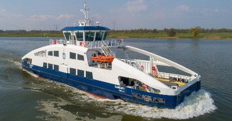 Den nye helelektriske ferga «Sandøy» er under sertifiseringsprosess hos Holland Shipyards BV. Onsdag 21. april var fartøyet på prøvetur på sjøen ved skipsverftet utenfor Rotterdam.