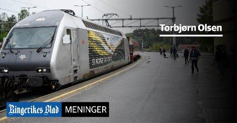 FORBANNELSEN: – Det er åpenbart andre enn oss som gjerne reiser med tog, som tjener på den moderne jernbanepolitikken, skriver Torbjørn Olsen.