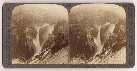 "ANNONSETITTELEN: Under denne tittelen selges stereografiet fra ca. 1900: ""Underwood & Underwood Stereoview Rjukanfos ""foaming falls"" Maan R. Norway 1900s""."