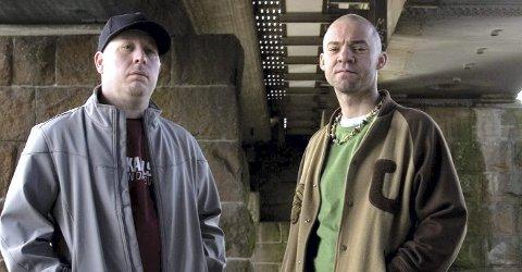 Jubilerer: Hiphop-trioen Kaza & Karlsen (og Dj Crizmo) markerer at det er 10 år siden de ga ut «Neste skritt». Foto: Privat