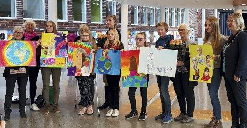 FINALISTER: Alle finalistene fikk premie, som ordfører Eva Noen Eriksen i Røyken delte ut sammen med juryen Vivian Zahl Olsen og Randi Bjerkås Lyngra.