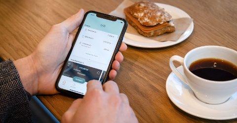 NY LØSNING: DNB lanserer ny løsning på sin mobilbank, og lover at den skal bli mer brukervennlig enn før. FOTO: Stig B. Fiksdal