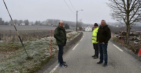 Gallebergveien: Paul Gregersen (Sp) og Lars Galleberg Bjørge og Per Galleberg (bak) ønsker at det skal komme en ny vei slik det er planlagt. ALLE FOTO: INGUNN HÅKESTAD BRÅTHEN