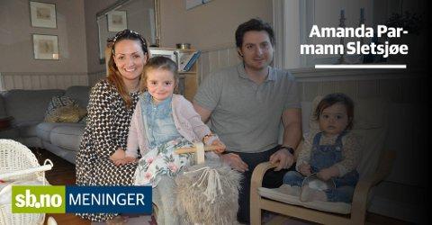 NYE, BRUKTE KLÆR: Amanda og Henrik Parmann Sletsjøe er opptatt av gjenbruk. Døtrene Synne og Andrea har mange lekre klær andre har hatt før dem - familien var omtalt mandag.