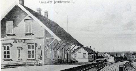 Kompliserte grunnforhold stoppet ikke byggingen av Smaalensbanen som sto ferdig i 1879, skriver Eirik Andreas Brevik. Bildet er fra 1910 og hentet fra Sarpsborg kommunes fotosamling.
