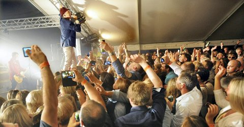 Stor stemning sist Morten Abel var i Kristiansund. I august kommer han tilbake.