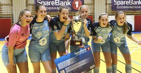 Gulljenter: Silje Brandvik (fra venstre), Liv Tuva Marsteen, Mathilde Eide, Eline Orvang, Emma Bunes, Caroline S. Fidje og Martine Hoseth (ikke til stede på bildet) var best i Otta Cup.