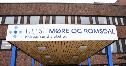 Avgjørelsen om å stenge fødeavdelingen i Kristiansund fra 8. februar og ut året har skapt sterke reaksjoner i de partiene som i mai sto bak flertallsforslaget.