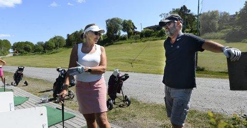 Golfere: Liv Inger Korsnes Nilsen og ektemannen Ole Nilsen har blitt lidenskapelig opptatt av golf. De spiller nå flere ganger i uka etter at de oppdaget det slagkraftige tilbudet i Seivika i fjor.