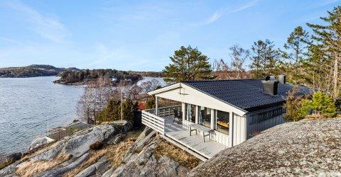 SOLGT: Denne hytta på Grindholmen gikk 60 prosent over takst. Eiendomsmegler Tore Solberg sier det var over 300 interesserte.
