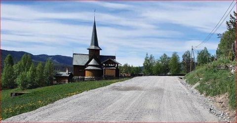 Grusveg: 13,7 kilometer med fylkesveg fra Hedalen kirke og nordover er dårlig og får ikke ny asfalt før enn i siste halvdel av 2022.