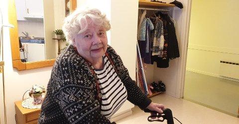 Hjørdis Rognaas fotografert hjemme i omsorgsboligen der hun bodde siste del av livet. Foto: Privat