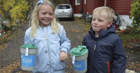 Trofaste bøssebærere: For sjette gang stilte Tia og Mio Knutsen Skogli opp for TV-aksjonen i 2017. Foto: Henriette Slaatsveen