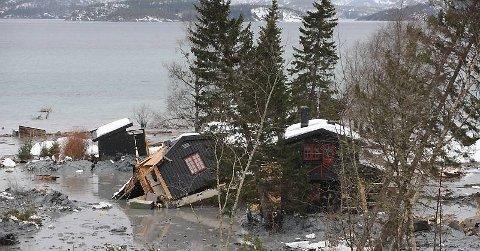 Vannmetningen i jorda er nå så høy flere steder at det er en reell fare for jordskred.
