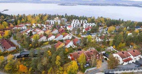 DYRT: Det er kostbart å bo på Nesodden. Dronebildet viser området mellom Flaskebekk og Tangen.