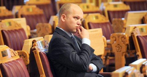 Senterpartiet har satt av 15 millioner til oppstart av Norsk Helsearkiv på Tynset i sitt alternative statsbudsjett. - Vi gir oss ikke, sier leder Trygve Slagsvold Vedum.