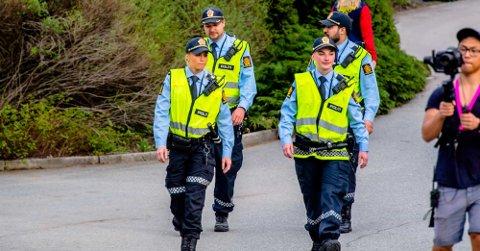 Politiet var på plass på Tusenfrud under Russens dag tirsdag kveld.