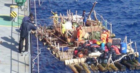 KON-TIKI 2: Et lasteskip reddet torsdag mannskapet på 14 fra de to flåtene som utgjorde den norske Kon-Tiki 2-ekspedisjonen. Ombord i flåtyen var blant annet Liv Arnesen fra Bærum og Torgeir Higraff fra Heggedal.