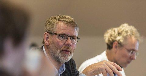 Masfjorden-ordførar Karstein Totland (H) føler kommunen blir overstyrt av Fylkesmannen. Arkivfoto