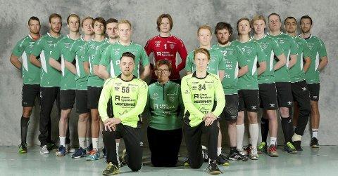 Slegga: Emil Sundfær Johnsen (nummer tre fra venstre) har scoret hele 86 seriemål på åtte kamper for Skogn. Seks av scoringene er straffekast. I snitt scorer han 10,8 mål per kamp for 2. divisjonslaget. Foto: Privat