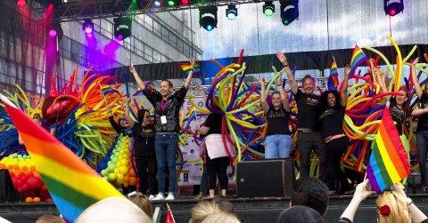 Stakk av med seieren: Clarion Hotell ble vinner av årets paradepris under Regnbuedagene.FOTO: Bente Todnem