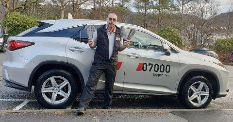 Taxisjåfør Eirik Hiim Titland opplever mange farlige situasjoner i disse dager.