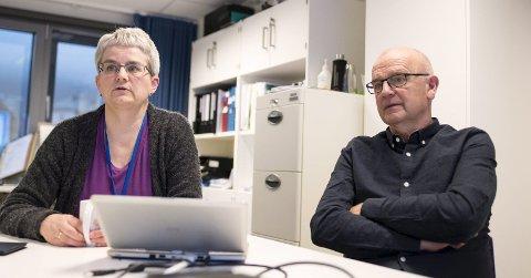 Etatsdirektør Brita Øygard (t.v.) sier at de så             langt ikke har hatt noen veldig alvorlige avvik. – Det er takket være årvåkne ansatte som dobbelt- og trippelt helseopplysninger, sier hun. Her sammen med spesialrådgiver i etaten, Karsten Sylta. FOTO: SKJALG EKELAND.
