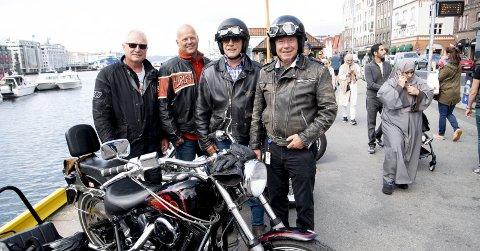 (Fra v.) Tommy Notøy, Helge Stormoen, Willy Padøy og Tor Woldseth er glade for at Bymiljøetaten har tatt til fornuft og viderefører Torget som lovlig samlingsplass for byens motorsyklister. Men de slår alarm mot snikinnføring av p-gebyr og bortfall av MC-plasser andre steder i Bergen sentrum. FOTO: ARNE RISTESUND