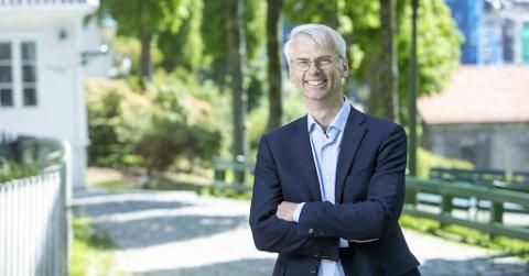 – Å lese at rektor på Norges Handelshøyskole går ut og ikke beklager at de gjennomførte fadderuken, får det til å koke, skriver komiker og spaltist Christoffer Schjelderup.