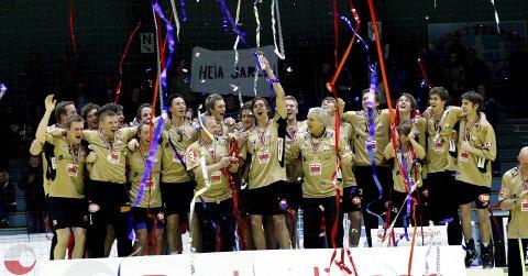 I 2009 vant Fyllingen serien. Året etter skiftet laget navn til FyllingenBergen. Nå vil ledelsen i klubben legge ned hele eliteserieklubben, for å starte opp en helt ny klubb på Nymark. Så spørs det om medlemmene i Fyllingen Idrettslag går med på det.