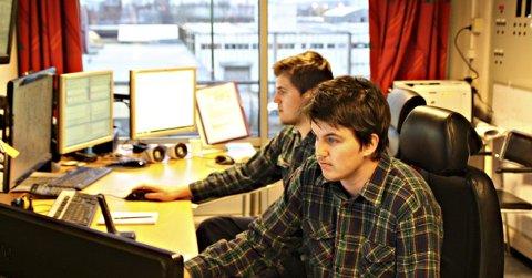 Trivsel: Michael Lindquist (18) og Redjo Berbic (19) fikk læreplass på Denofa. Bildet ble tatt i fjor høst. (Arkivfoto: Marita Svendsen)